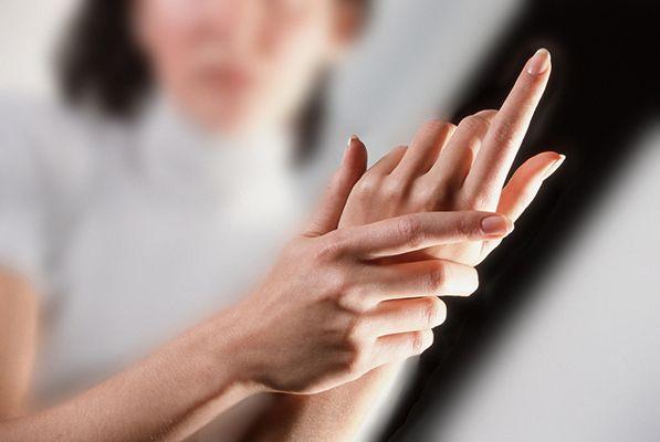 unghie deboli dopo il semipermanente